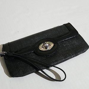 Ann Taylor black clutch G7
